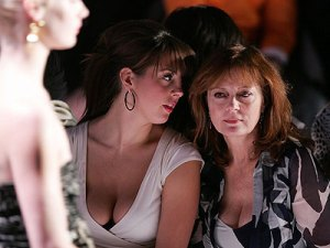 https://diphoenix.files.wordpress.com/2010/08/busty-cleavage-eva-amurri-and-mom-susan-sarandon.jpg?w=300